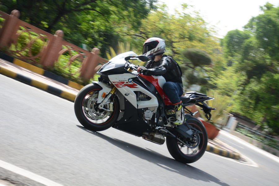 2017 BMW S1000RR motion review