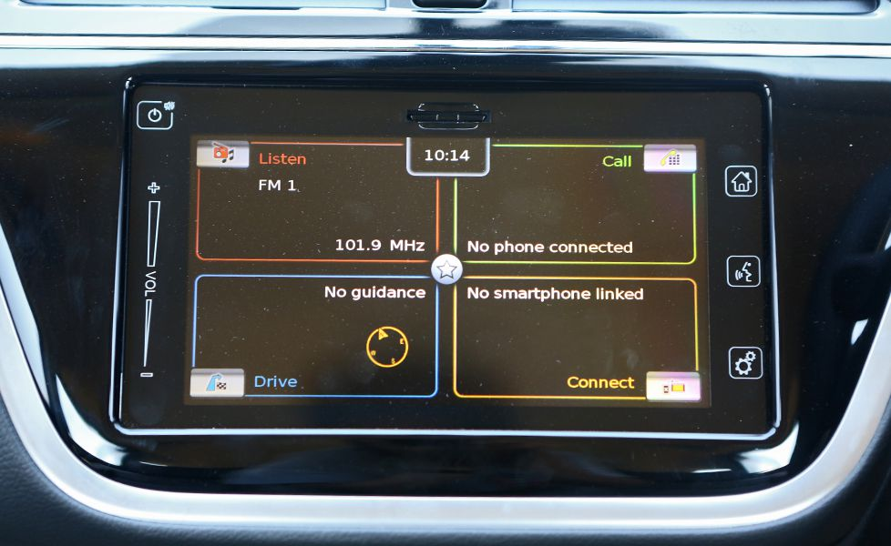 2017 Maruti Suzuki S Cross Infotainment System Touchscreen1