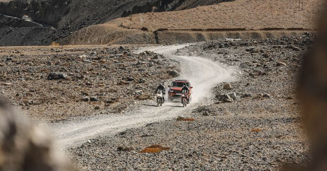 Land Rover Discovery and Trimph Tiger and Honda Africa Twin Travelogue Pic41