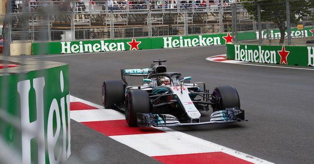 Lewis Hamilton wygrywa w Baku!