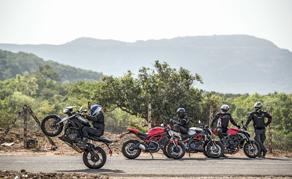 Ducati Monster  Vs Triumph Street Triple