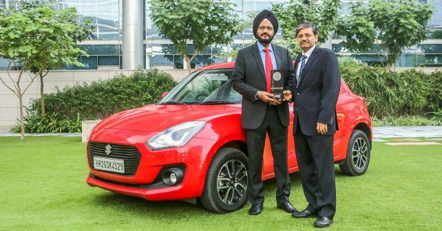 R S Kalsi And C V Raman Maruti Suzuki Accepts The Autox Award